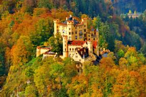 Замок Нойшванштайн обои для рабочего стола 2592x1725 замок нойшванштайн, города, замок нойшванштайн , германия, осень, нойшванштайн, замок, деревья, панорама