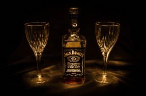 обои для рабочего стола 2048x1356 бренды, jack daniel`s, фужеры, виски, бутылка