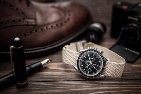 обои для рабочего стола 2048x1366 бренды, omega, перо, фотоаппарат, камера, ручка, стол, часы, омега, обувь, туфель, колпачок