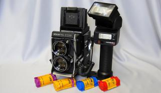 Mamiya C330 Professional обои для рабочего стола 2048x1195 mamiya c330 professional, бренды, mamiya, фотокамера