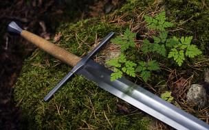 сталь, рукоятка, меч, трава