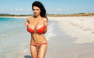 девушки, denise milani, denise, milani, купальник, брюнетка, песок, пляж, поза, взгляд, грудь, фигура, девушка, шикарное тело